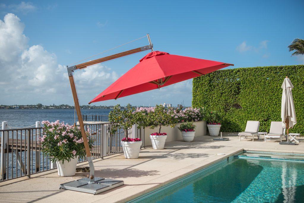 Sirocco Side Wind Offset Market Umbrella